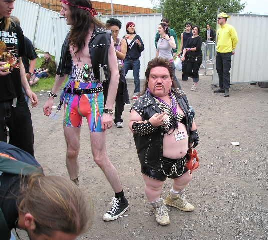 midgets-peeing-their-pants